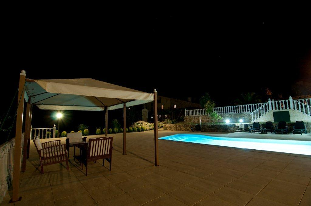 Casa rural as seis chemineas piscina de noche casa rural for Casa rural mansion terraplen seis