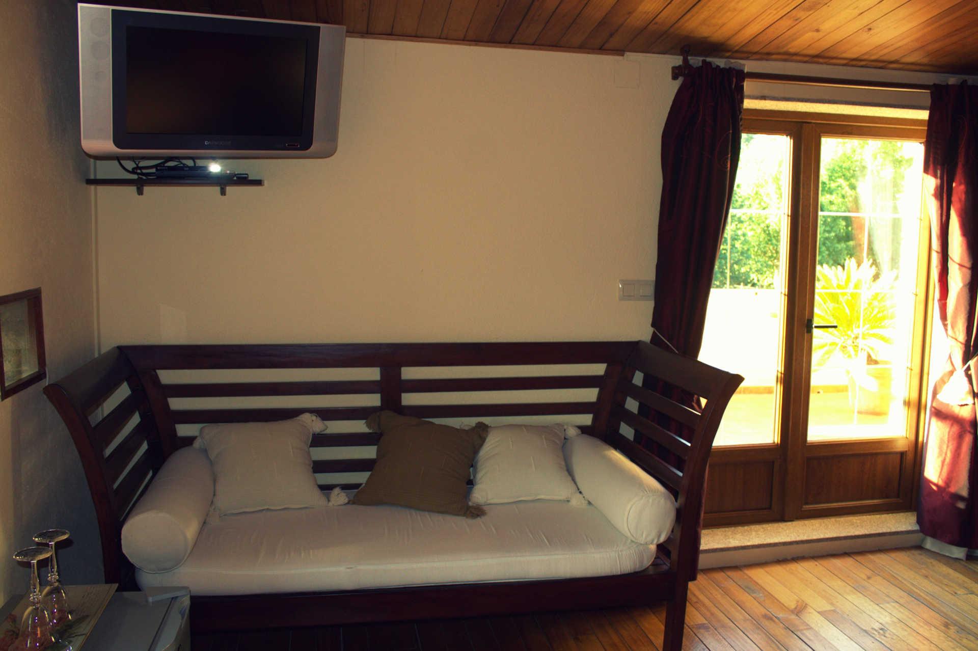 Habitacion doble Atalaia con sofa casa rural