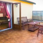 Habitacion doble Atalaia con terraza y sofas casa rural