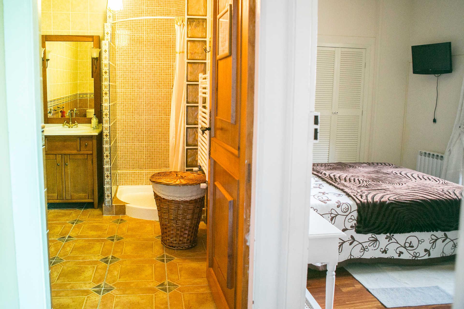Habitacion familiar Baño para las dos habitaciones casa rural As Seis Chemineas