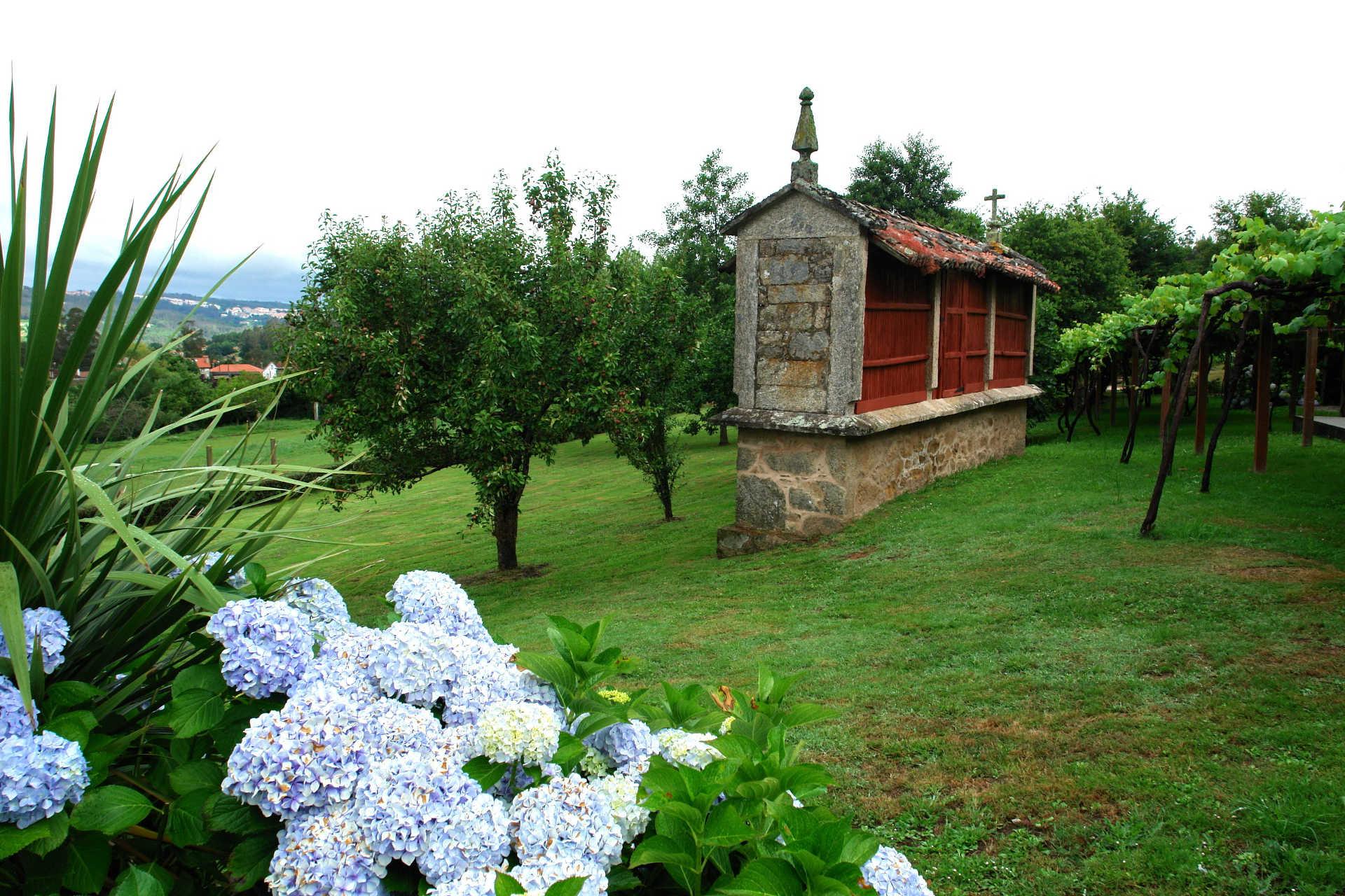 Horreo casa rural as seis chemineas casa rural as seis for Casa rural mansion terraplen seis