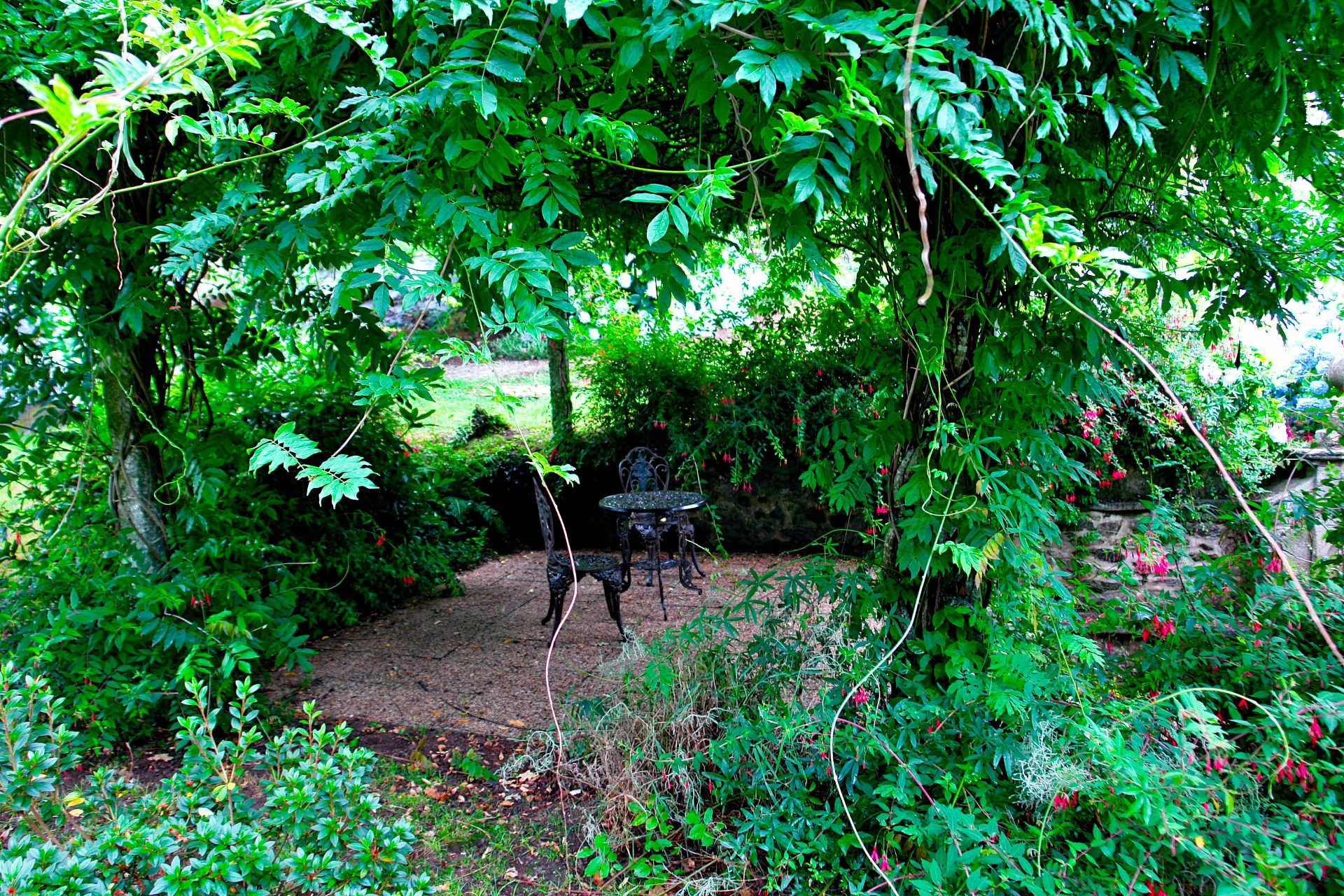 Jardines exteriores mesa casa rural as seis chemineas